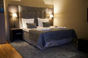 A bed or beds in a room at Clarion Hotel Post