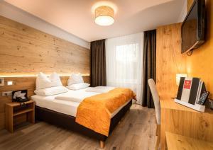Ein Bett oder Betten in einem Zimmer der Unterkunft Leipziger Hof Innsbruck