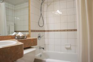 Ванная комната в Hôtel Castel