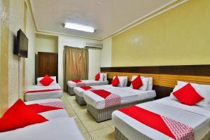 Cama ou camas em um quarto em OYO 429 Hamsat Taiba Hotel