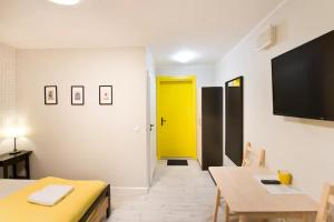 A television and/or entertainment centre at WaterLane Island Hostel&Apartments