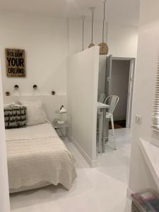 A bed or beds in a room at Sainte Apartments