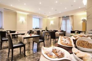 イル プリンチペ ホテル カタニアにあるレストランまたは飲食店