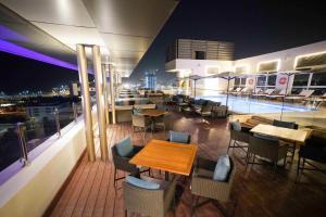 مطعم أو مكان آخر لتناول الطعام في Centro Corniche Al Khobar by Rotana