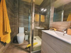 A bathroom at Kiwidestiny Barcelona City