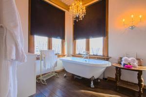 A bathroom at Kings Inn City Hotel Alkmaar