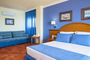 Säng eller sängar i ett rum på Hotel Isabel