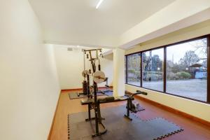 The fitness centre and/or fitness facilities at Summit Norling Resort & Spa