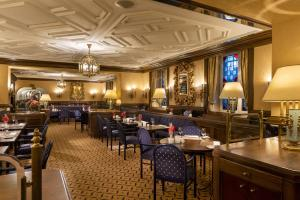 A restaurant or other place to eat at Maritim Hotel Mannheim