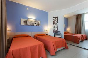 A bed or beds in a room at Hotel Villa d'Amato