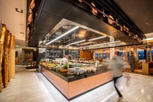 Ein Restaurant oder anderes Speiselokal in der Unterkunft Tauern Spa Hotel & Therme