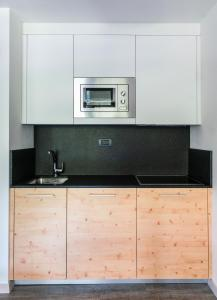 A kitchen or kitchenette at Ambiez Residencehotel