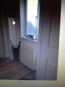 A bathroom at CHERIE's HOUSE 1 BEDROOM GARDEN & PARKING