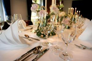 Ein Restaurant oder anderes Speiselokal in der Unterkunft Best Western Hotel Schmoeker-Hof
