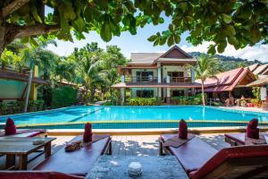 The swimming pool at or close to Nice Beach Resort Koh Pha-ngan