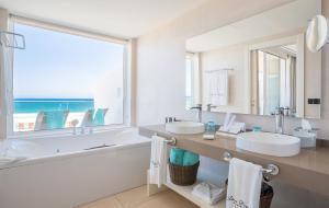 Salle de bains dans l'établissement Hotel Lava Beach