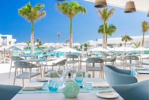 Restaurant ou autre lieu de restauration dans l'établissement Hotel Lava Beach