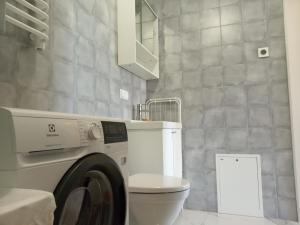 A bathroom at PL Studija