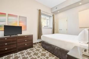 A bed or beds in a room at The Willowdale Hotel Toronto North York