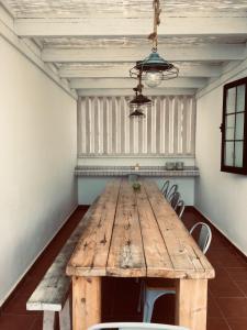 Zona de comedor en el albergue