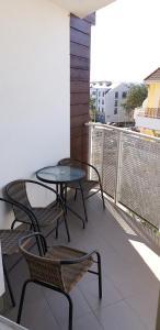 A balcony or terrace at Apartament Młynarska