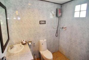 Ein Badezimmer in der Unterkunft Golden Bay Cottage