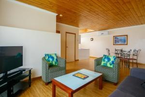 A seating area at Esplanade Apartments at West Beach