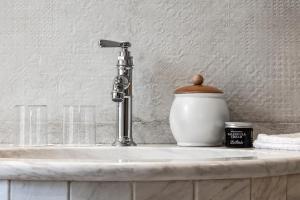 A bathroom at Hotel La Perla: The Leading Hotels of the World