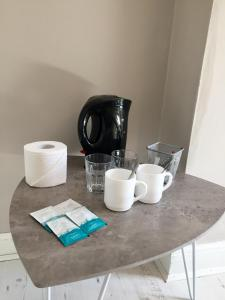 Coffee and tea-making facilities at THE LIMES Guest House