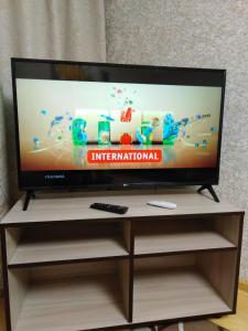 Телевизор и/или развлекательный центр в Apartment na Lenina 8