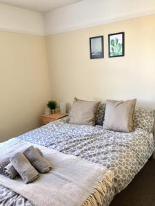 A bed or beds in a room at Harold's House