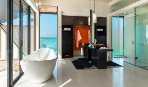 A bathroom at Angsana Velavaru – All Inclusive SELECT