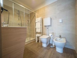 A bathroom at Hotel Capo Reamol