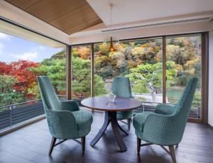 A balcony or terrace at Suiran, a Luxury Collection Hotel, Kyoto