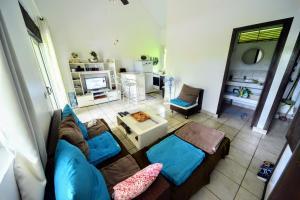 Uma área de estar em MOOREA - Tiki Village Bungalow