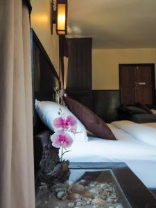 A bathroom at Mook Lanta Eco Resort