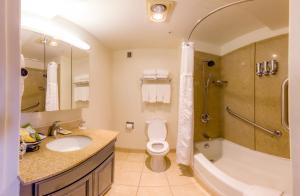 Ett badrum på Buena Vista Motor Inn