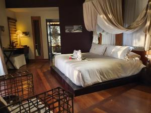A bed or beds in a room at Le Domaine de L'Orangeraie Resort and Spa