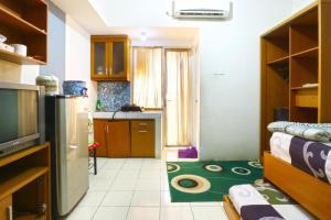 A kitchen or kitchenette at Dewi Depok Apartment Margonda Residence 2