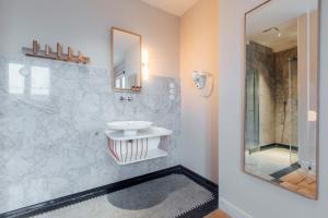 A bathroom at Maison Haas Hustinx & Spa