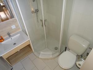 A bathroom at Condo Gardens Leuven