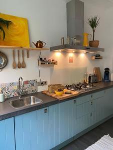 A kitchen or kitchenette at Drielandenpunt Vaals Aachen - private terrace & sauna