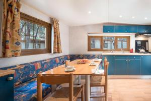 A restaurant or other place to eat at Camping Village Baia Blu La Tortuga