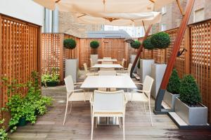 A restaurant or other place to eat at Hotel Indigo London Hyde Park Paddington, an IHG Hotel