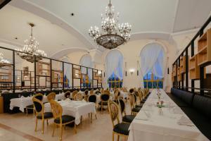 Ein Restaurant oder anderes Speiselokal in der Unterkunft Asteria Kremlin Palace