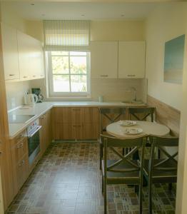 A kitchen or kitchenette at Gamtos Perlas
