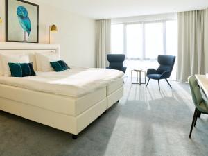 A bed or beds in a room at Van der Valk Hotel Den Haag
