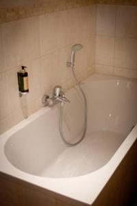A bathroom at Hotel Le Saint Hadelin