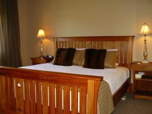 A bed or beds in a room at Holly Homestead B&B