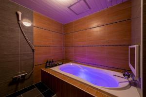 A bathroom at Hotel CUE Machida(Adult Only)